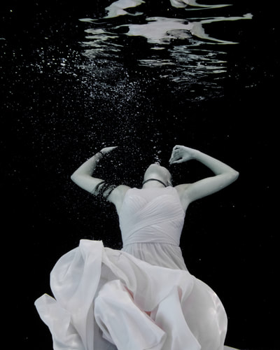 Underwater fashion and fine art photographer based in Cincinnati, Ohio underwater photography